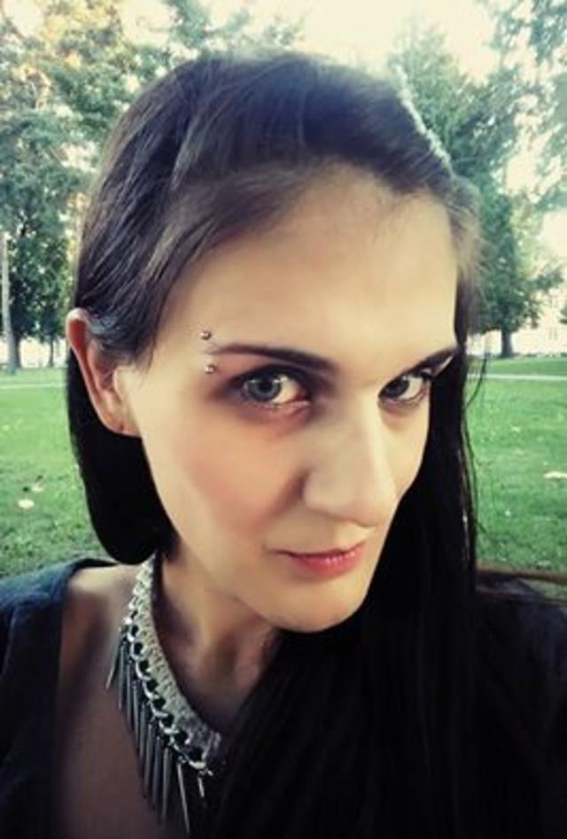 Eyebrow piercing <3