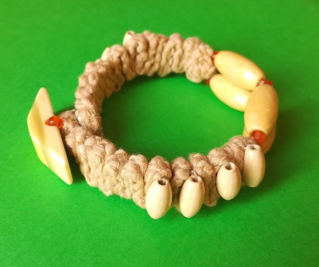 Wooden & Cotton Hippie Bracelet