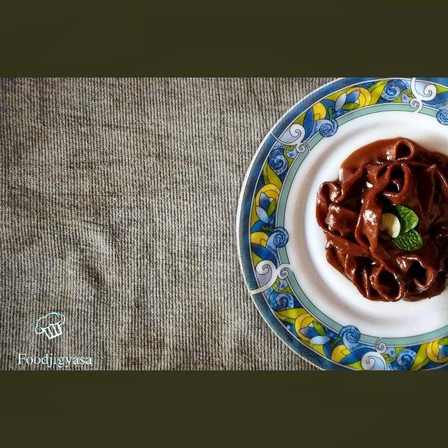 handmade chocolate sauce spaghetti